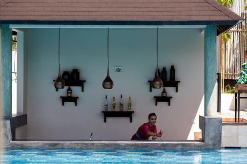 雷诺特尔豪宅C精品酒店及水疗中心 - North Kuta - 酒吧