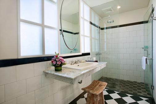 雷诺特尔豪宅C精品酒店及水疗中心 - North Kuta - 浴室