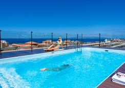 费纳比海岸之南酒店 - 阿德耶 - 游泳池