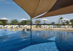 亚喀巴塔拉湾瑞享水疗度假村 - 亚喀巴 - 游泳池