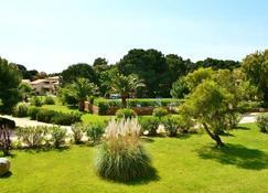 菲奥里迪加拉洛萨酒店 - Lecci - 户外景观