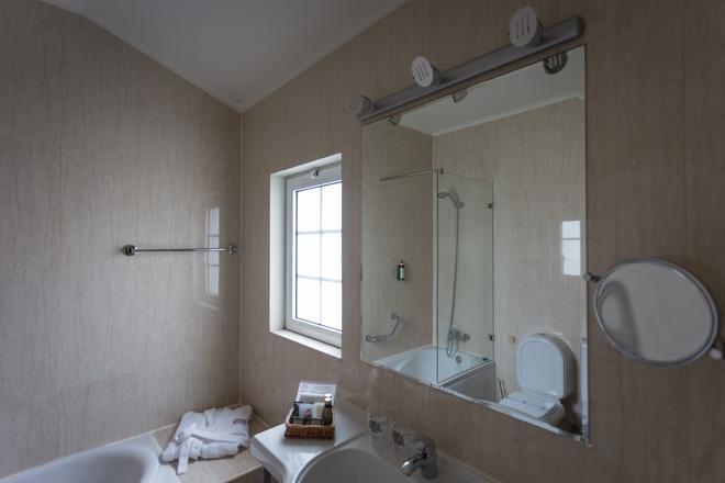 多卡勒吉奥酒店 - 蓬塔德尔加达 - 浴室