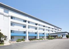 德克萨肯纳贝蒙特套房酒店 - Texarkana - 建筑