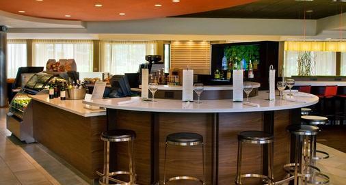 万怡纽瓦克自由国际机场酒店 - 纽瓦克 - 酒吧