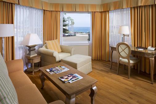 拉霍亚格兰德科隆尼酒店 - La Jolla - 客厅
