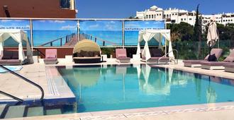 自然光酒店 - 托雷莫利诺斯 - 游泳池