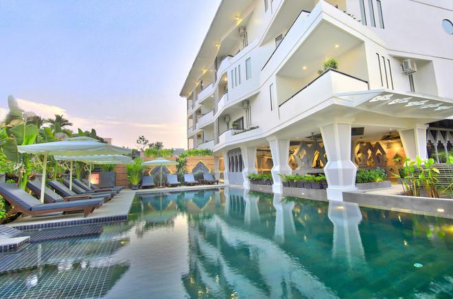 中心套房公寓 - 暹粒 - 游泳池