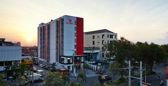 泗水红色星球酒店 - 泗水 - 建筑