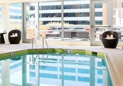 阿灵顿首府美景万丽酒店 - 阿林顿 - 游泳池