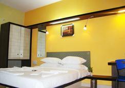 Hotel Grand Bee - 班加罗尔 - 睡房