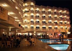 伯纳特二酒店 - 卡里拉 - 游泳池