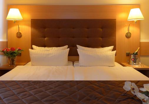 汉堡萨森特酒店 - 汉堡 - 睡房