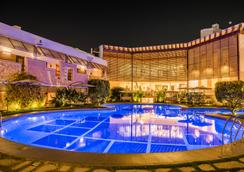 红枫酒店 - 印多尔 - 游泳池
