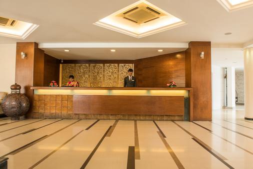 红枫酒店 - 印多尔 - 柜台