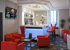 阿罗布罗基酒店 - Annecy - 酒吧