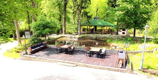 斯仁尼科维庭院酒店 - 斯克拉斯卡波伦巴 - 户外景观
