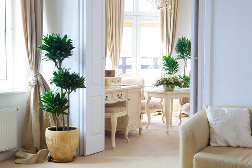 斯仁尼科维庭院酒店 - 斯克拉斯卡波伦巴 - 客厅