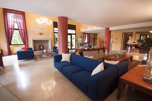 玛丽亚别墅酒店 - 代森扎诺-德尔加达 - 大厅