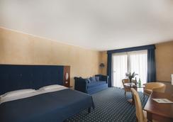 玛丽亚别墅酒店 - Desenzano del Garda - 睡房