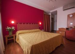 天堂别墅村酒店 - 帕西尼亚诺 - 睡房