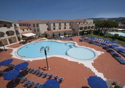 莫利斯科蓝色乡村酒店 - 阿尔扎凯纳 - 游泳池