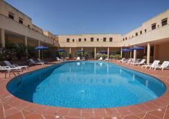 拉科尼亚蓝色乡村酒店 - 阿尔扎凯纳 - 游泳池