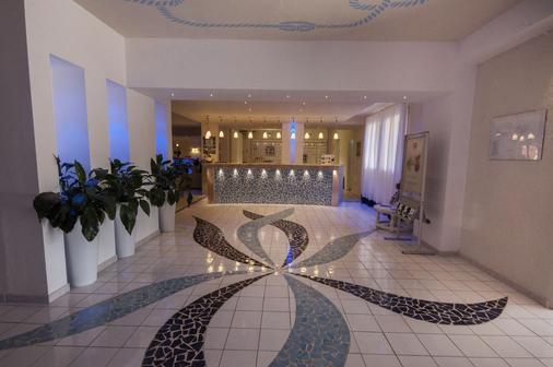拉科尼亚村蓝光酒店 - 阿尔扎凯纳 - 门厅