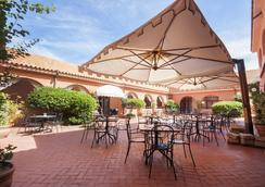 拉科尼亚村蓝光酒店 - 阿尔扎凯纳 - 酒吧