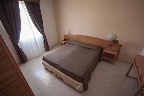 丽娜酒店 - 阿尔盖罗 - 睡房