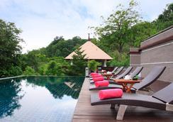 佐利图德别墅度假酒店 - Chalong - 游泳池