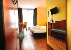 金叶斯图加特机场和展览中心酒店 - 斯图加特 - 睡房
