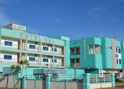 艾奇酒店与餐厅 - 卡塞雷斯 - 建筑
