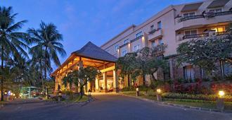 巴厘岛库塔天堂酒店 - 库塔 - 建筑