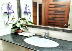 棕榈格林酒店 - 新德里 - 浴室