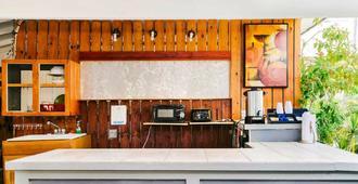 贝壳汽车旅馆及国际旅舍 - 基韦斯特 - 柜台