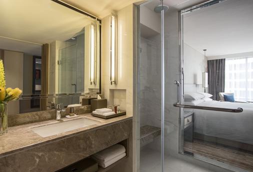 曼谷帝国皇后公园酒店 - 曼谷 - 浴室