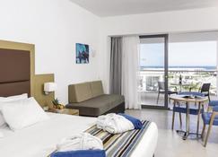 伊提艾斯特里亚斯海滩度假村 - 式 - 阿凡投 - 睡房