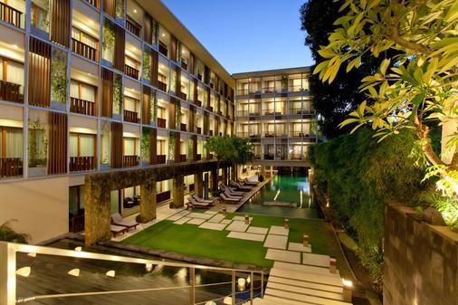 巴厘岛水明漾天堂酒店 - 库塔 - 建筑