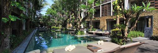 黑文巴厘岛水明漾酒店 - 库塔 - 游泳池