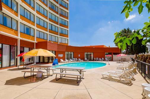 丹佛中央品质酒店 - 丹佛 - 游泳池