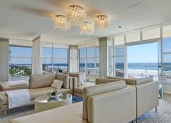 海洋广场度假酒店及水疗中心 - 朗布兰奇 - 休息厅