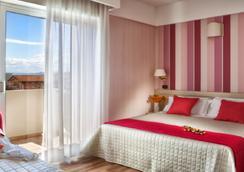 比安卡别墅酒店 - 里米尼 - 睡房