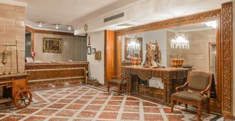 阿曼古尔土姆酒店 - 开罗 - 柜台