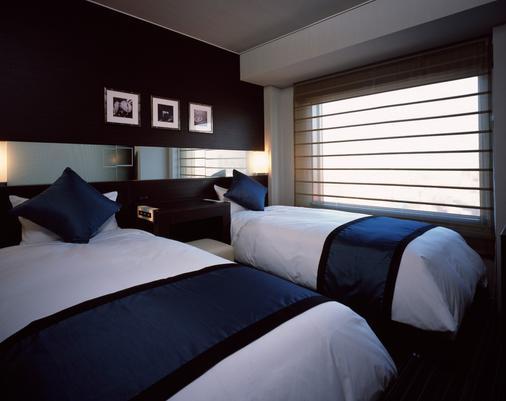 新宿王子大酒店 - 东京 - 睡房