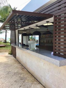 坎昆普拉亚斯瑟鲁斯马酒店 - 坎昆 - 酒吧