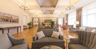 塞戈维亚皇家酒店 - 塞哥维亚 - 睡房