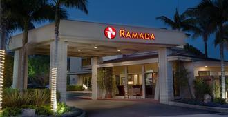 圣巴巴拉华美达酒店 - 圣巴巴拉