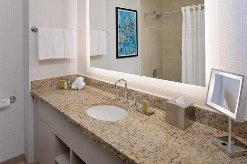 芝加哥壮丽大道希尔顿逸林酒店 - 芝加哥 - 浴室