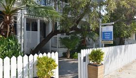 奥尔伯里庭苑酒店 - 基韦斯特 - 建筑