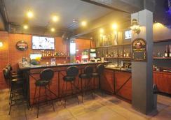 格兰德巴龙度假酒店 - 库塔 - 酒吧
